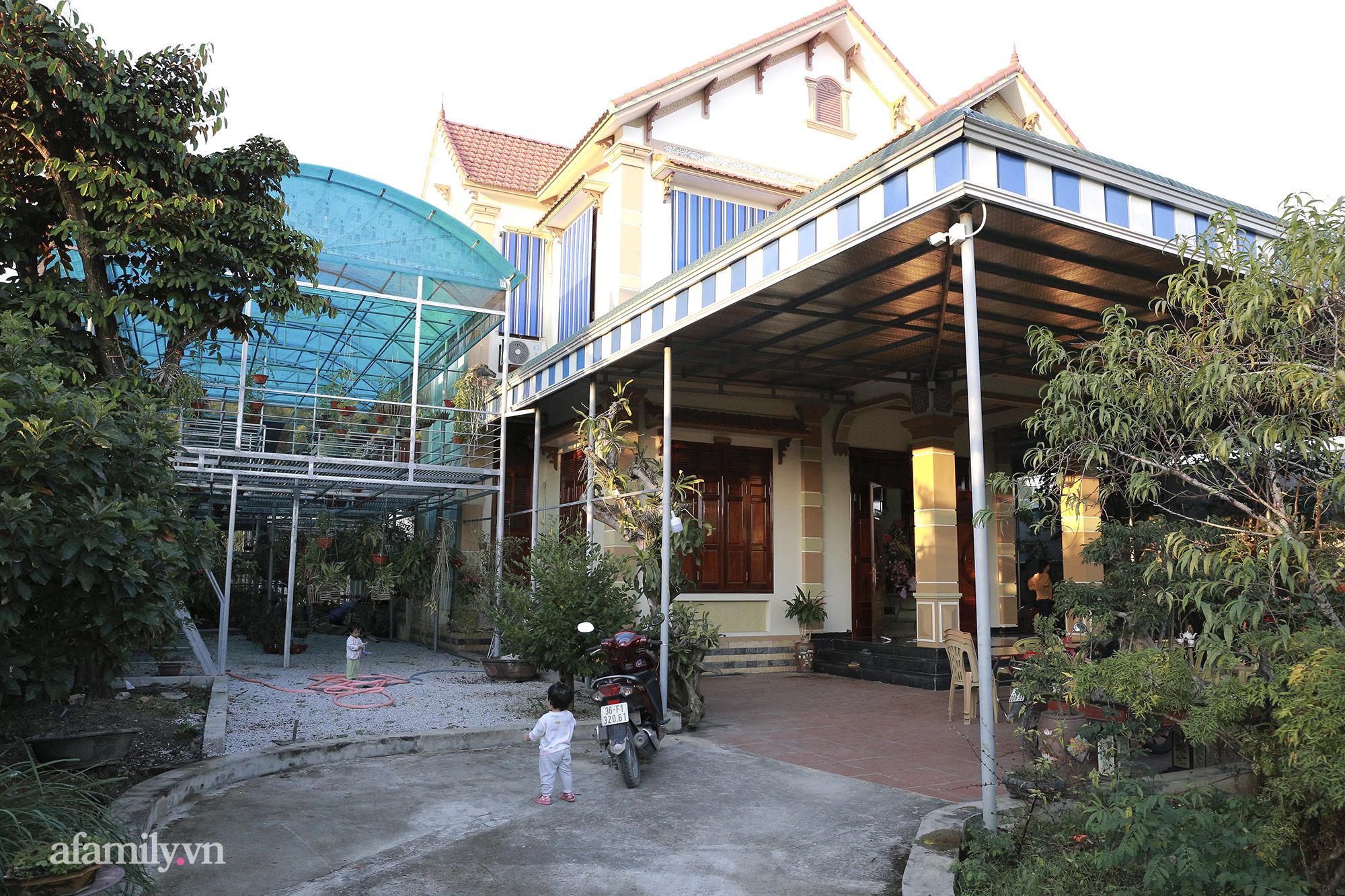 Bên trong khuôn viên vô cùng rộng rãi của gia đình Đỗ Thị Hà.
