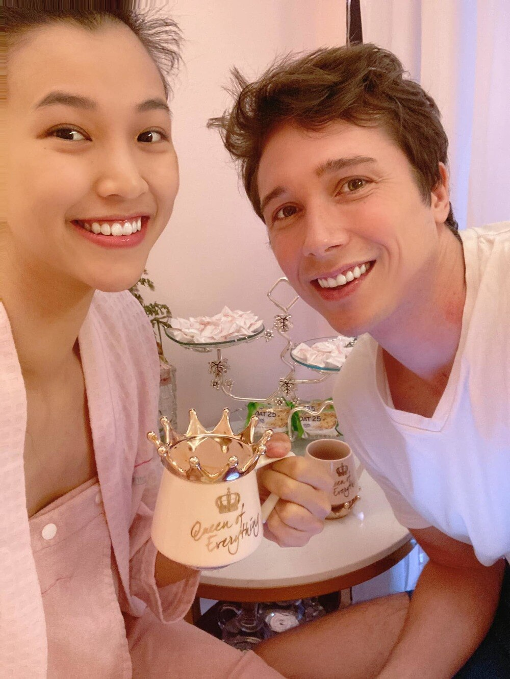 MC Hoàng Oanh kỉ niệm 1 năm ngày cưới với ông xã ngoại quốc 2