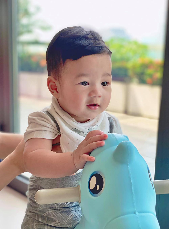 Hoa hậu Đặng Thu Thảo khoe loạt ảnh con trai cưng 'đốn tim' mọi người