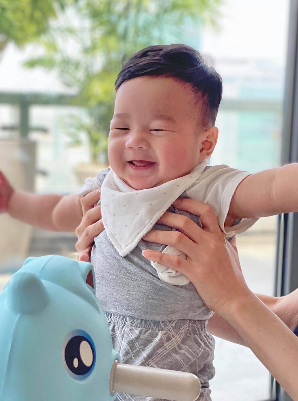 Đây cũng là lần hiếm hoi nhóc tỳ mới sinh nhà Đặng Thu Thảo được lộ rõ diện mạo hơn
