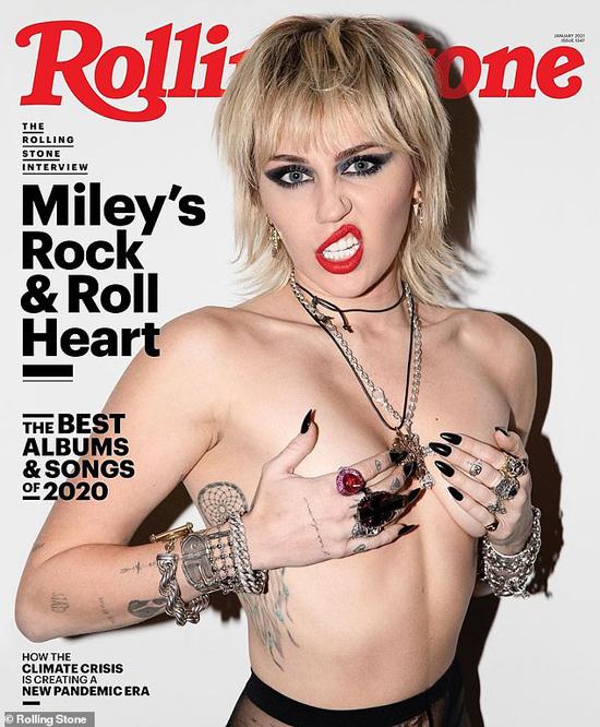 Miley Cyrus khoe nguyên vòng 1 cùng biểu cảm đầy táo bạo trước ống kính 1