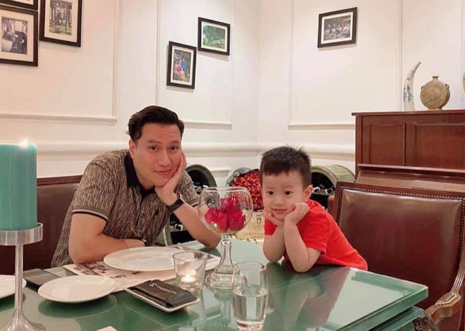 Việt Anh và con trai