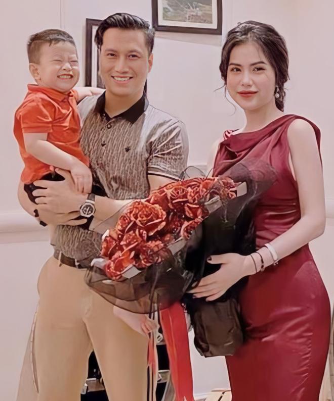 Việt Anh và Hương Trần trong bữa tiệc kỉ niệm 1 năm rưỡi ly hôn