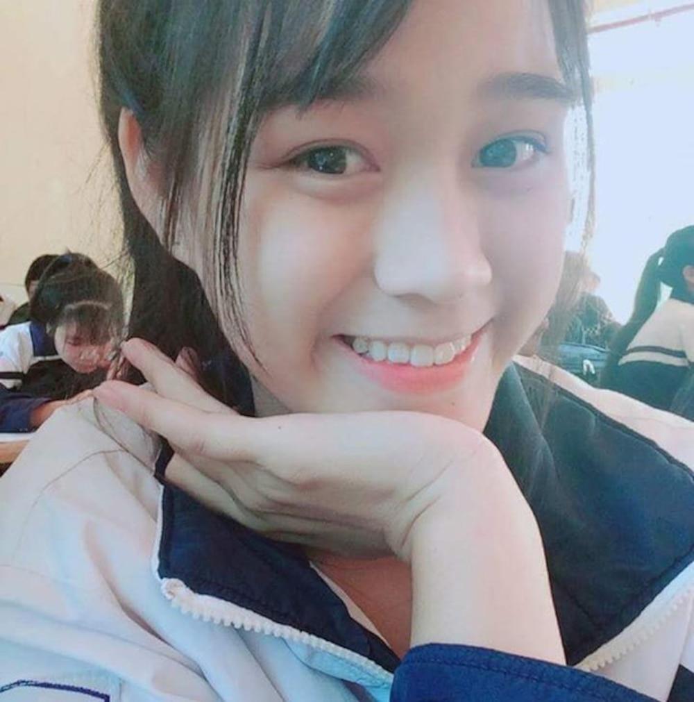 Tân Hoa hậu Đỗ Thị Hà lộ ảnh để mặt mộc, lại đeo cả kính cận 6