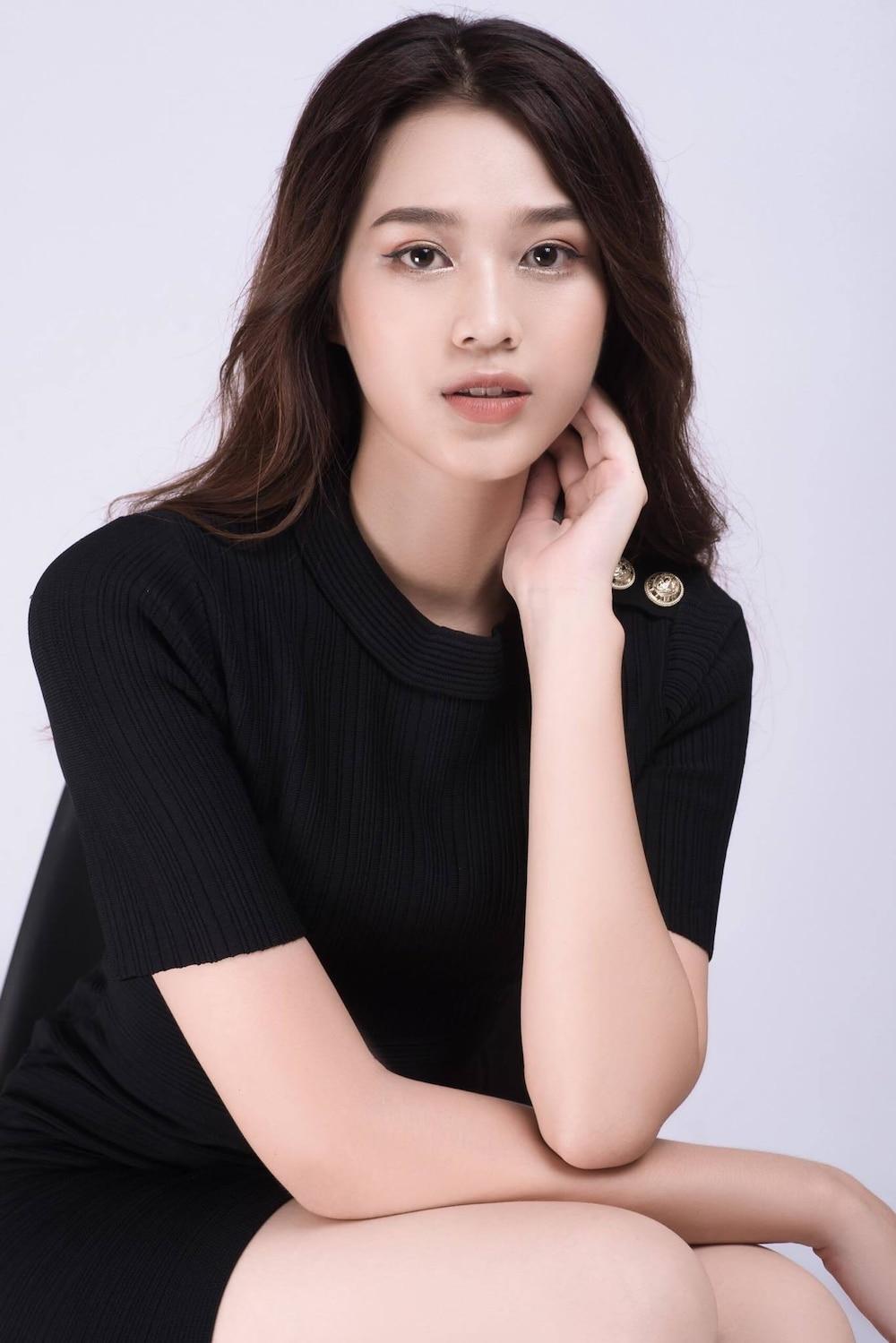 Bên cạnh nhan sắc xinh đẹp, Tân Hoa hậu Việt Nam còn sở hữu vóc dáng hoàn hảo với chiều cao 1m75 trong đó đôi chân dài 1m11 và số đo ba vòng lần lượt: 80 - 60 – 90.