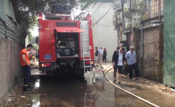 Lực lượng PCCC nhanh chóng có mặt để tiếp cận vụ hỏa hoạn.