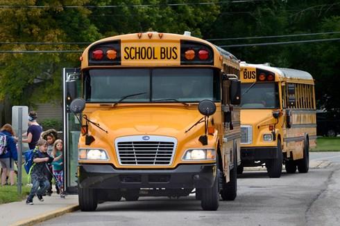 Chiếc xe đưa đón học sinh ở Mỹ có màu vàng đặc trưng