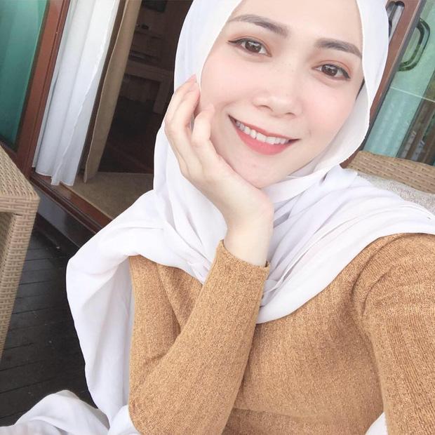 Nữ streamer rất thích chụp ảnh selfie và chia sẻ lên mạng xã hội