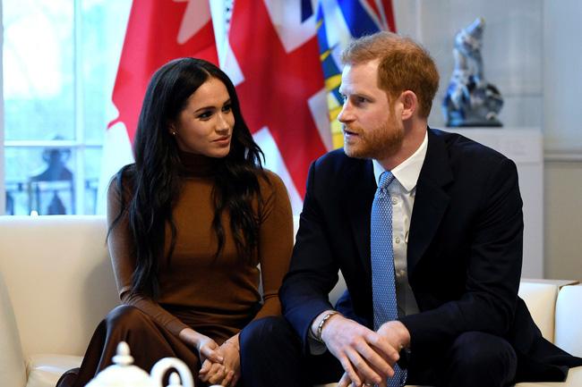 Vợ chồng Hoàng tử Harry - Meghan Markle khiến hoàng gia Anh rơi vào khủng hoảng chưa từng thấy.