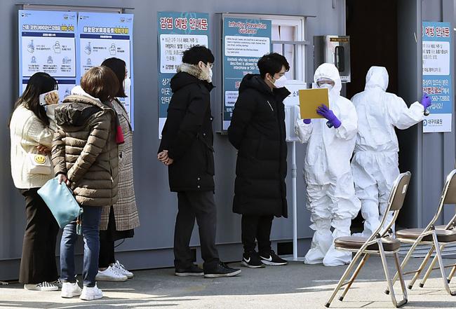 Thực hư đoạn clip bệnh nhân siêu lây nhiễm ở Hàn Quốc trốn khỏi bệnh viện và đứng giữa đừng chặn xe đang chạy gây hoang mang dân mạng 0