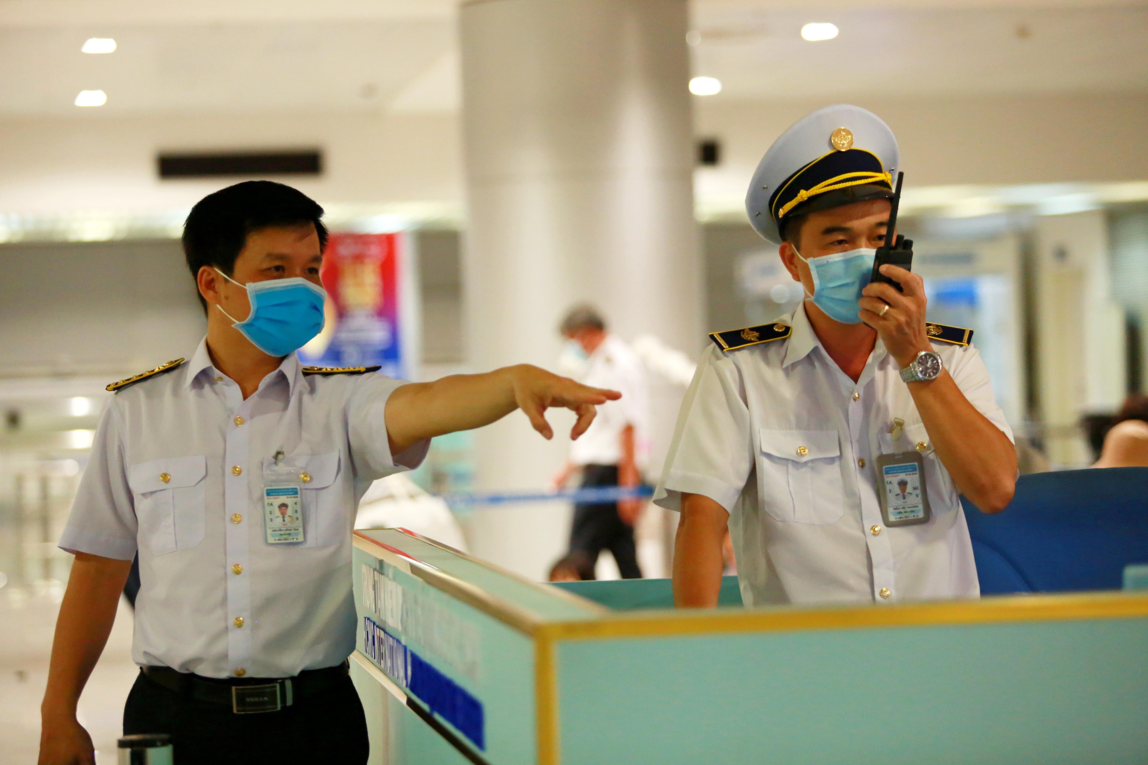 Theo ông Nguyễn Hồng Tâm - Giám đốc trung tâm kiểm dịch y tế Quốc tế, trung bình mỗi ngày có hơn 1.000 khách từ Hàn Quốc tới Việt Nam, trong đó có nhiều người Việt Nam.