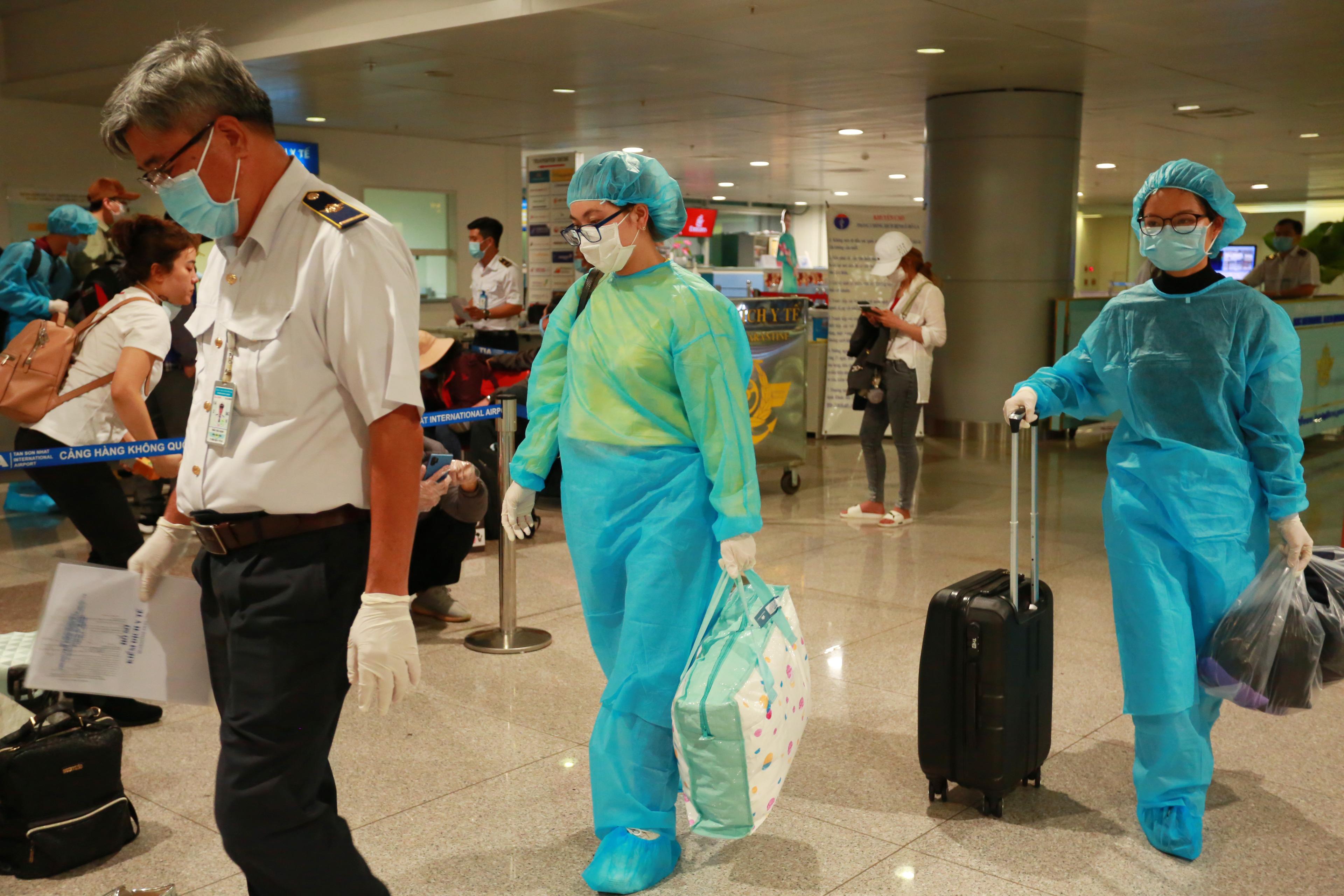 3 hành khách trở về từ Hàn Quốc có dấu hiệu bất thường bao gồm 2 nữ và 1 nam.
