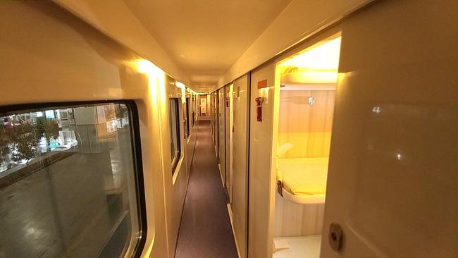 Ở Việt Nam có những đoàn tàu du lịch nội thất 5 sao xịn như máy bay mà chưa chắc ai cũng biết 5