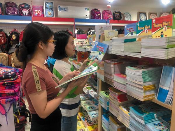 Sách giáo khoa lớp 1 môn Tiếng Việt năm học 2020 - 2021 có nội dung được đánh giá là nặng và không phù hợp. Ảnh: TL