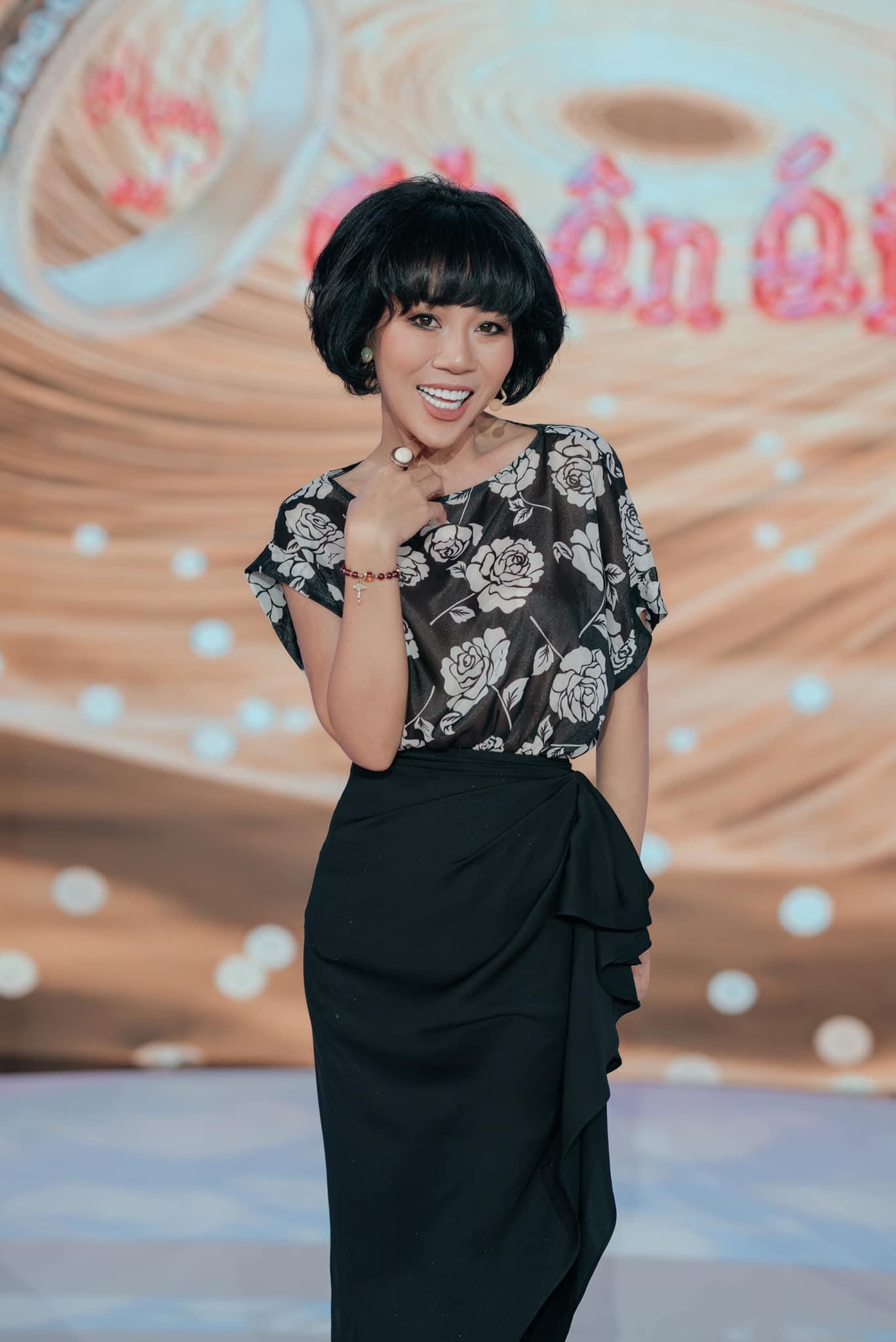 Trác Thuý Miêu đăng bức ảnh bộ trang phục SIXDO IN BLACK trong một show sau đó.