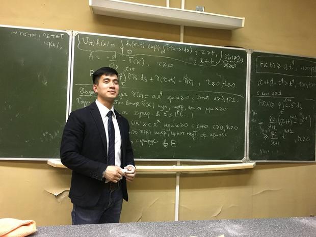 Thầy giáo soái ca bị sinh viên tung loạt ảnh chụp lén đẹp muốn xỉu lên mạng 3