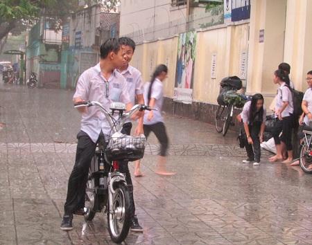 Học sinh tại Huế sẽ nghỉ học chiều 27 và ngày 28/10 để tránh bão số 9. Ảnh minh họa: TL