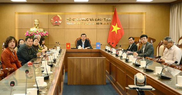 Thứ trưởng Nguyễn Văn Phúc chủ trì tại điểm cầu Việt Nam. Ảnh: BGD