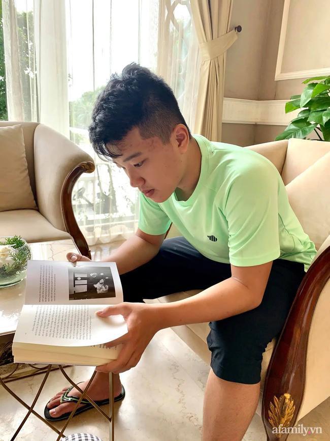 Đọc sách truyện vừa tăng vốn hiểu biết cho con, tăng từ vựng.