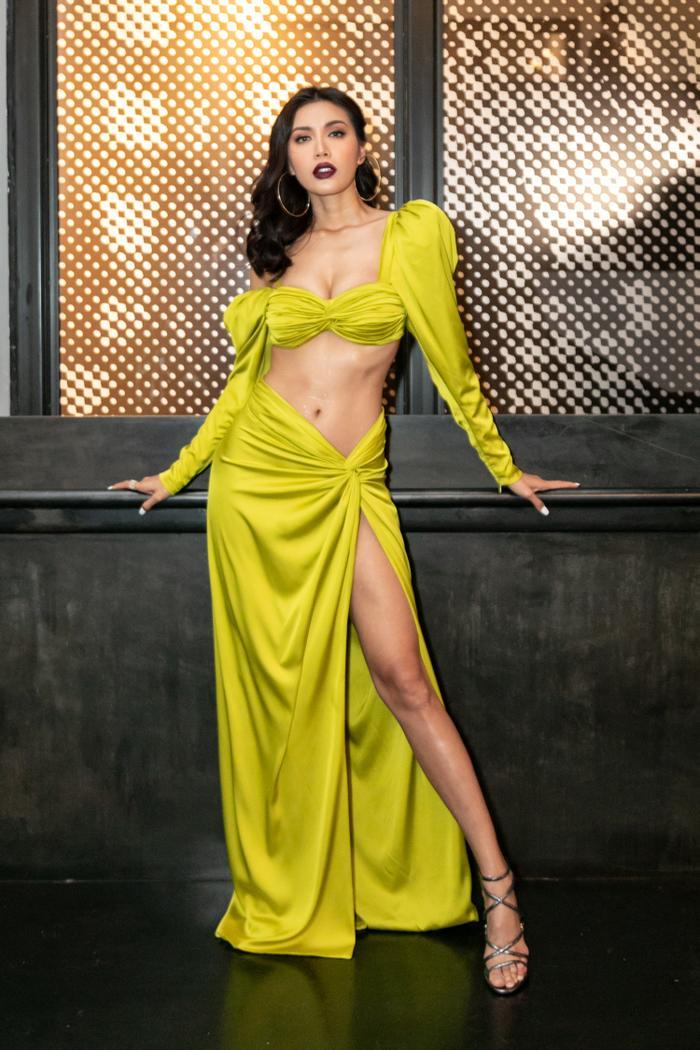 Minh Tú diện váy cắt xẻ táo bạo chưa từng thấy, khiến dân tình thót tim khi bước đi 5