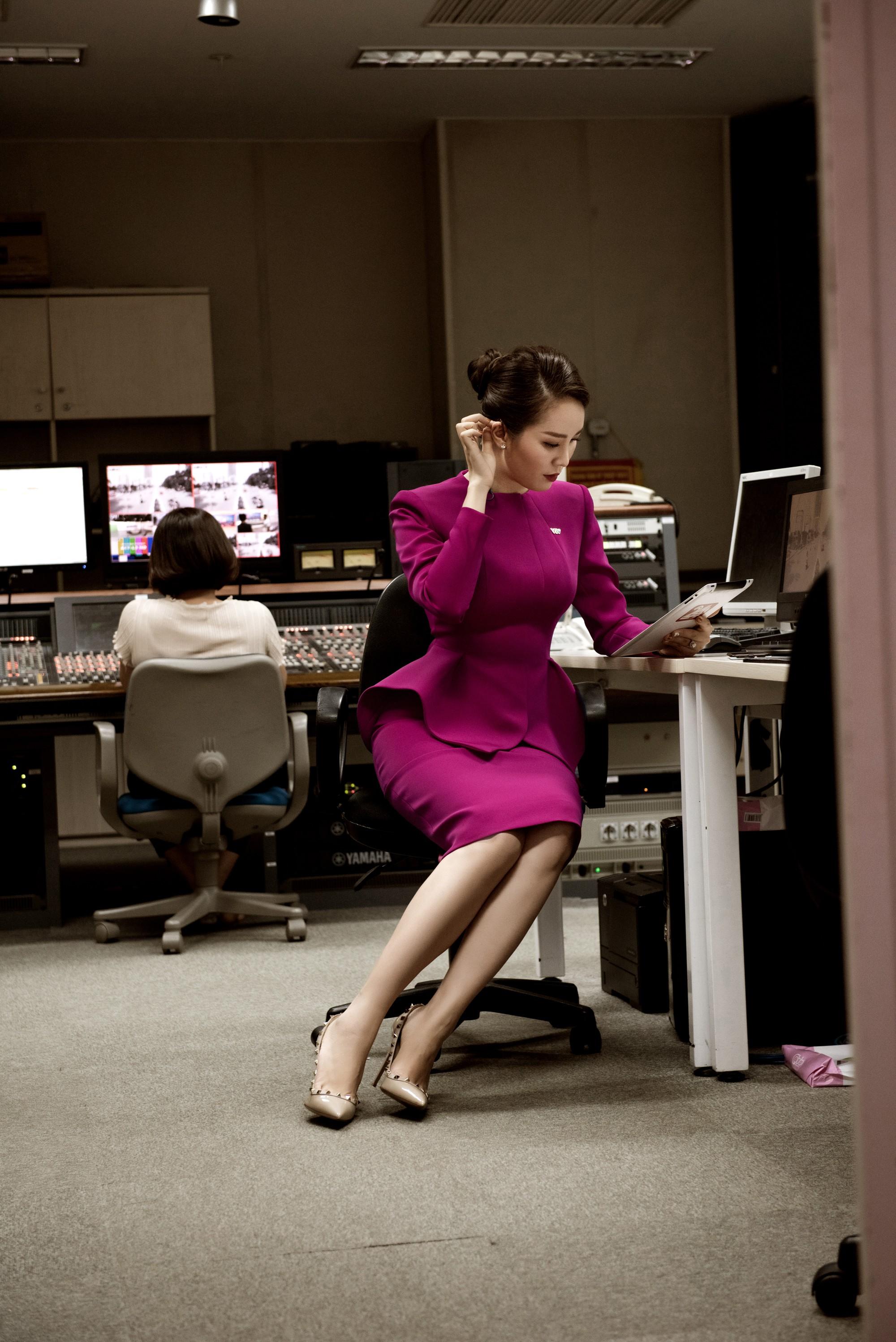 Á hậu Thụy Vân: Nữ MC chỉn chu nhất VTV, chưa một lần mắc lỗi trang phục trên sóng truyền hình 6