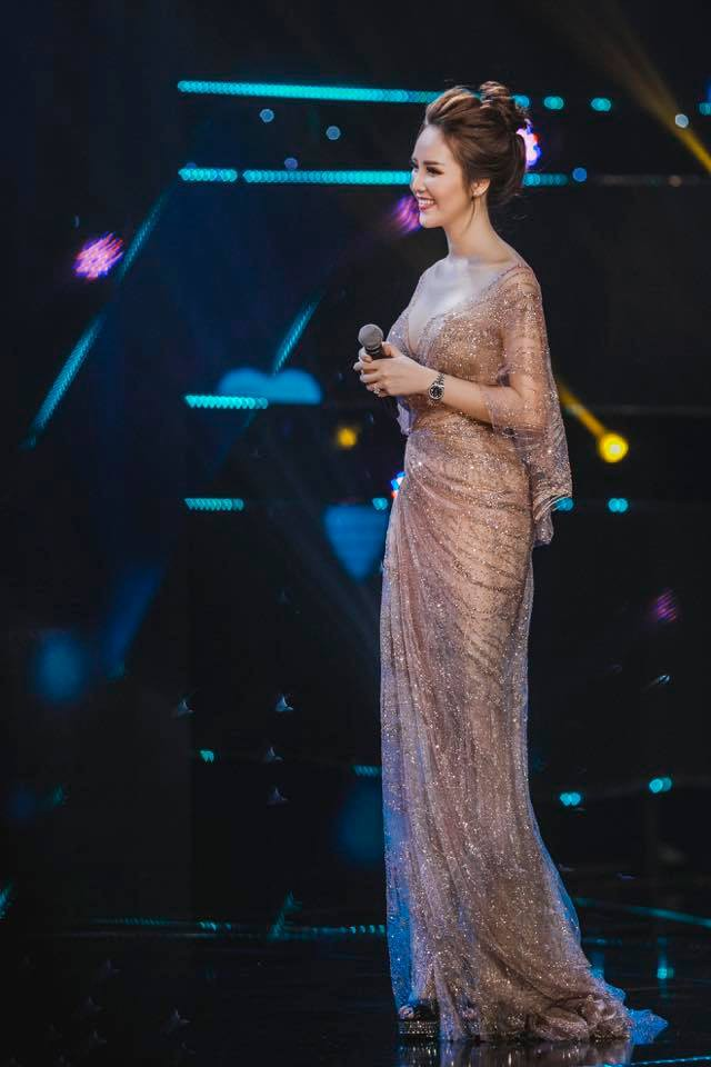 Á hậu Thụy Vân: Nữ MC chỉn chu nhất VTV, chưa một lần mắc lỗi trang phục trên sóng truyền hình 7
