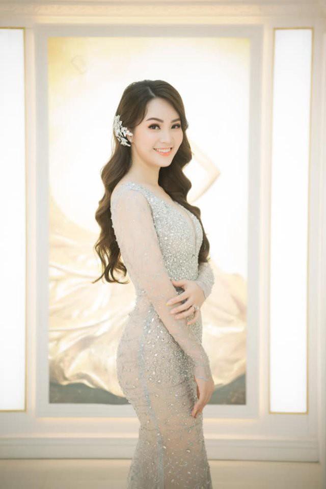 Á hậu Thụy Vân: Nữ MC chỉn chu nhất VTV, chưa một lần mắc lỗi trang phục trên sóng truyền hình 9