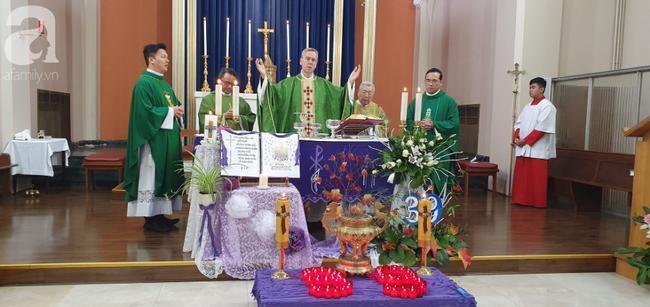 Giám mục làm lễ cầu nguyện cho các nạn nhân