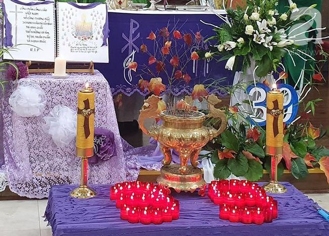 Bàn thờ được lập trang trọng để mọi người tưởng niệm các nạn nhân