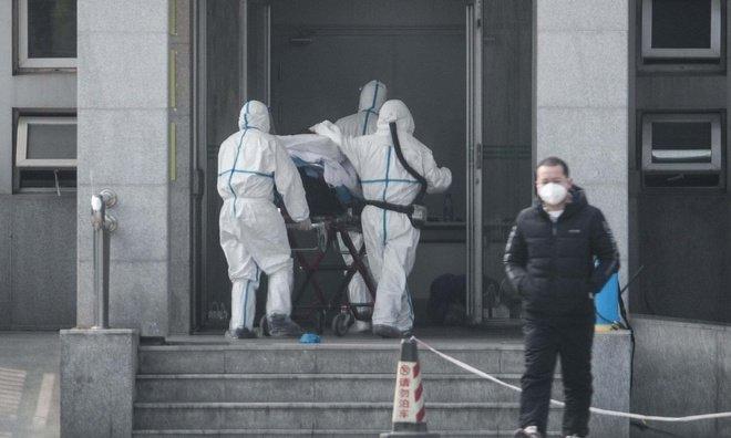 Bệnh nhân nhiễm virus corona nhập viện tại thành phố Vũ Hán, Trung Quốc. Ảnh: AFP