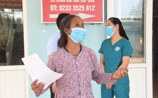 Bà H.T.X được xuất viện sau 49 ngày điều trị