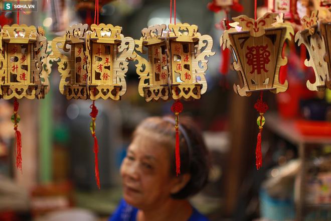 [Ảnh] Người dân chen chân check-in ở phố đèn lồng Sài Gòn trước Trung thu 5