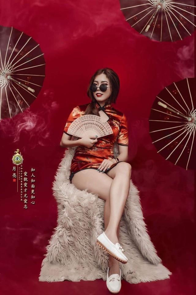 Thật khó tin, tựa game mà nhiều người Việt ghét bỏ lại có những nữ HLV xinh đẹp và bốc lửa như thế này 4