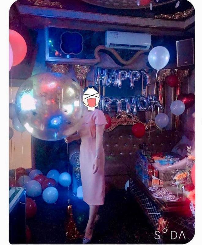 Hồng Thu chia sẻ bức ảnh sinh nhật của mình lên mạng xã hội