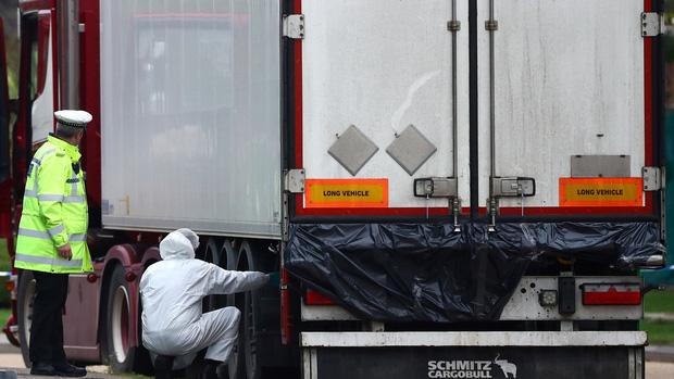 Vụ 39 thi thể người Việt trong xe container tại Anh: Lộ diện video khoảnh khắc tài xế phát hiện sự việc, tình tiết sau đó khiến ai cũng tức giận 3