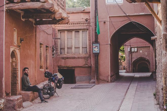 Hành trình của vợ chồng Thibault và Khánh Nguyên ở Iran.