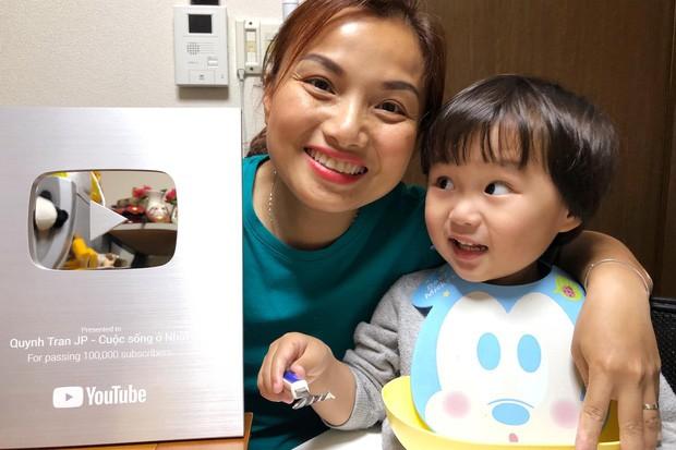 Chẳng kém gì mẹ Quỳnh Trần, bé Sa cũng sở hữu kênh YouTube có lượt theo dõi 'khủng' với nhiều clip siêu đáng yêu 1