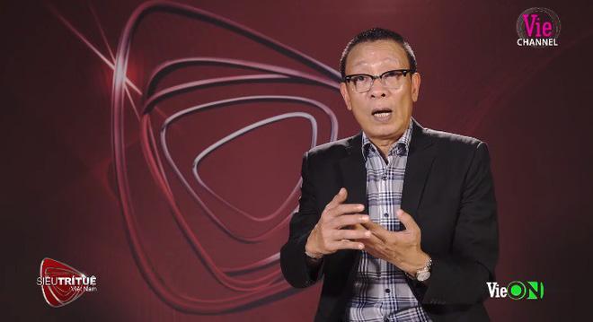 Nhà báo Lại Văn Sâm không ngừng bày tỏ sự kinh ngạc với màn thể hiện của Ngọc Thịnh.