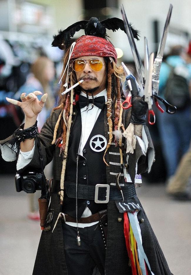 Khi bạn muốn cosplay Johnny Depp theo một cách cực kỳ ấn tượng.
