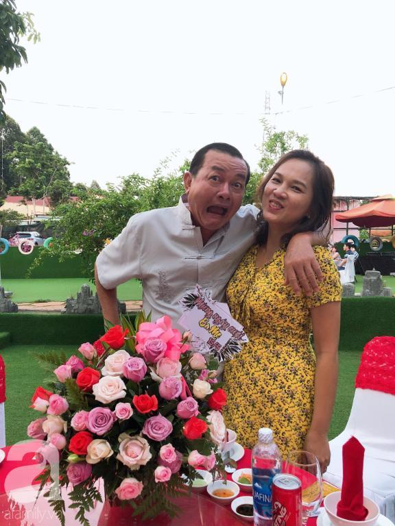 Hình ảnh ngọt ngào của ba mẹ Anh Khuê.
