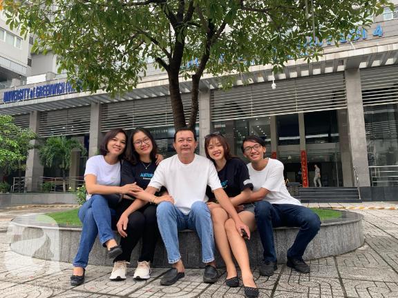 Tổ ấm hạnh phúc của ba mẹ Anh Khuê.