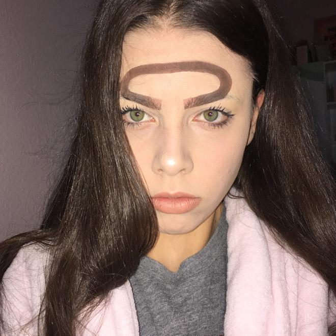 Trend mới kỳ quặc của phái đẹp trên Instagram: Các chị em xê ra để lông mày nhọ nồi 'vô cực' lên ngôi! 5