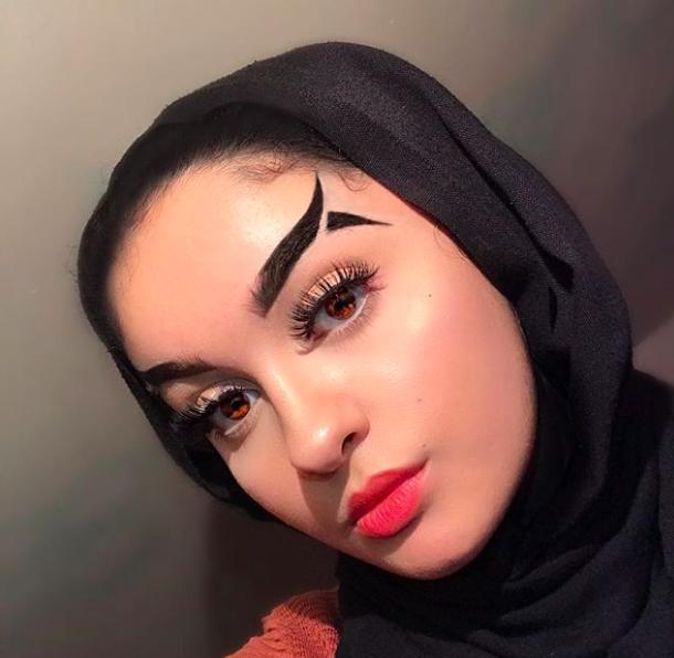 Trend mới kỳ quặc của phái đẹp trên Instagram: Các chị em xê ra để lông mày nhọ nồi 'vô cực' lên ngôi! 24