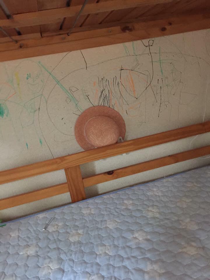 Mẹ trẻ tự mình 'ghét nhà' vì những tác phẩm nhét giấy cho tắc bồn cầu, mang vỏ chuối lên giường bóp nát của các con 7