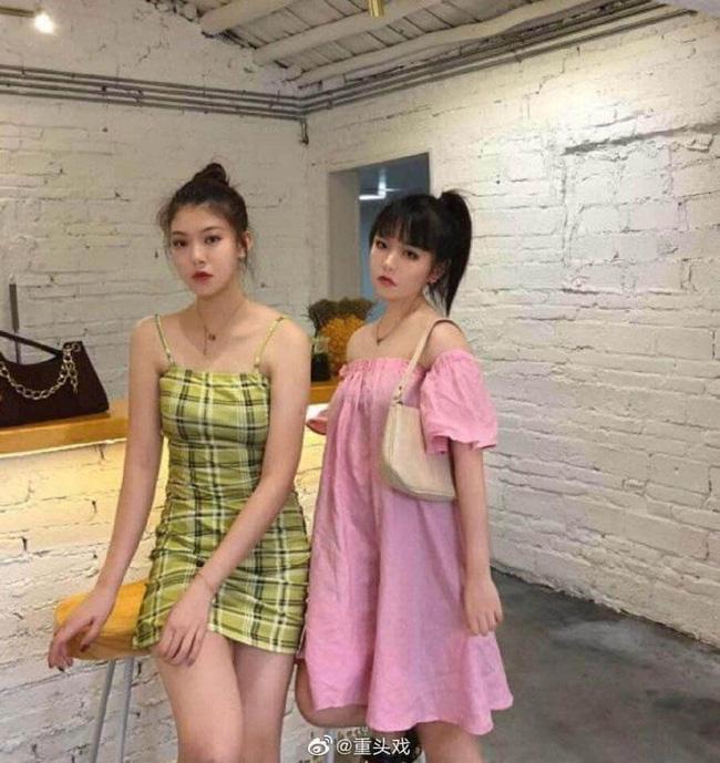 Nhìn bức ảnh này, 2 cô gái được dân mạng cho vào hàng 'cực phẩm' vì sở hữu nhan sắc xinh đẹp, dáng chuẩn