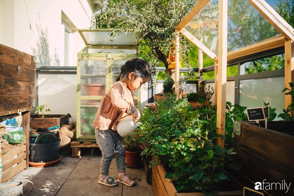 Cuộc sống êm đềm của đôi vợ chồng trẻ người Việt ở Đức: Dù sống giữa vùng dịch vẫn bình thản trồng rau, làm bánh 5