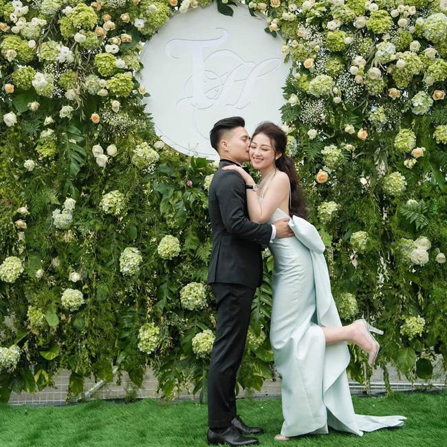 Cô dâu 200 cây vàng ở Nam Định thon gọn ngoạn mục so với lúc bầu, khoe nhan sắc lộng lẫy trong bữa tiệc của con gái đầu lòng 0