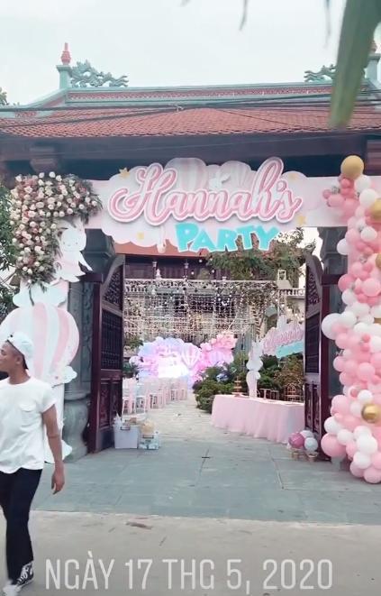 Cô dâu 200 cây vàng ở Nam Định thon gọn ngoạn mục so với lúc bầu, khoe nhan sắc lộng lẫy trong bữa tiệc của con gái đầu lòng 3