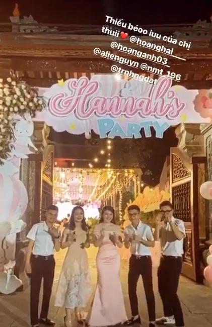 Cô dâu 200 cây vàng ở Nam Định thon gọn ngoạn mục so với lúc bầu, khoe nhan sắc lộng lẫy trong bữa tiệc của con gái đầu lòng 6