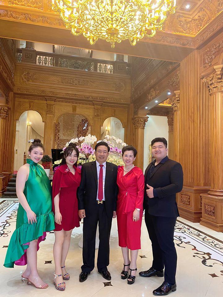 Cô dâu 200 cây vàng ở Nam Định thon gọn ngoạn mục so với lúc bầu, khoe nhan sắc lộng lẫy trong bữa tiệc của con gái đầu lòng 7